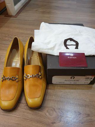 Authentic aigner heels