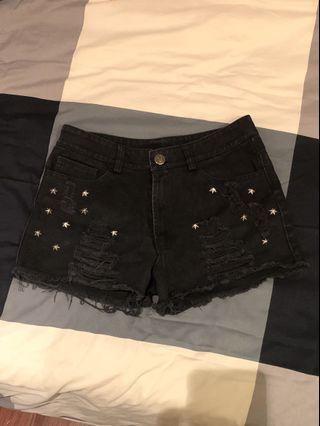 🚚 Star studded black denim shorts