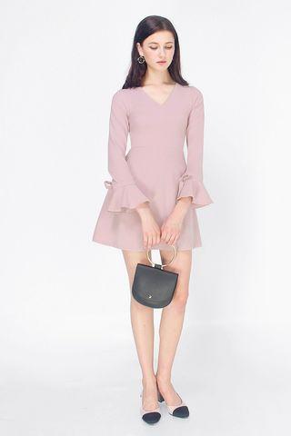 🚚 Fayth Kimberly Bell Sleeve Dress