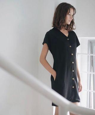 🚚 Aforarcade Molly Dress in black (XS)