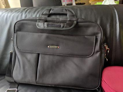 🚚 Laptop Bag - almost new condition