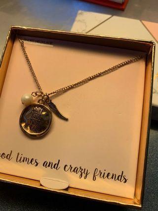 🚚 Lovisa short necklace