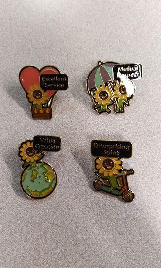 MTR pins 港鐵紀念襟章