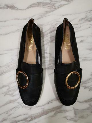 Gold round circle buckle O ring black shoes loafers soft
