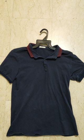 🚚 Navy Blue Top with maroon collar
