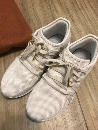 Adidas米白色波鞋