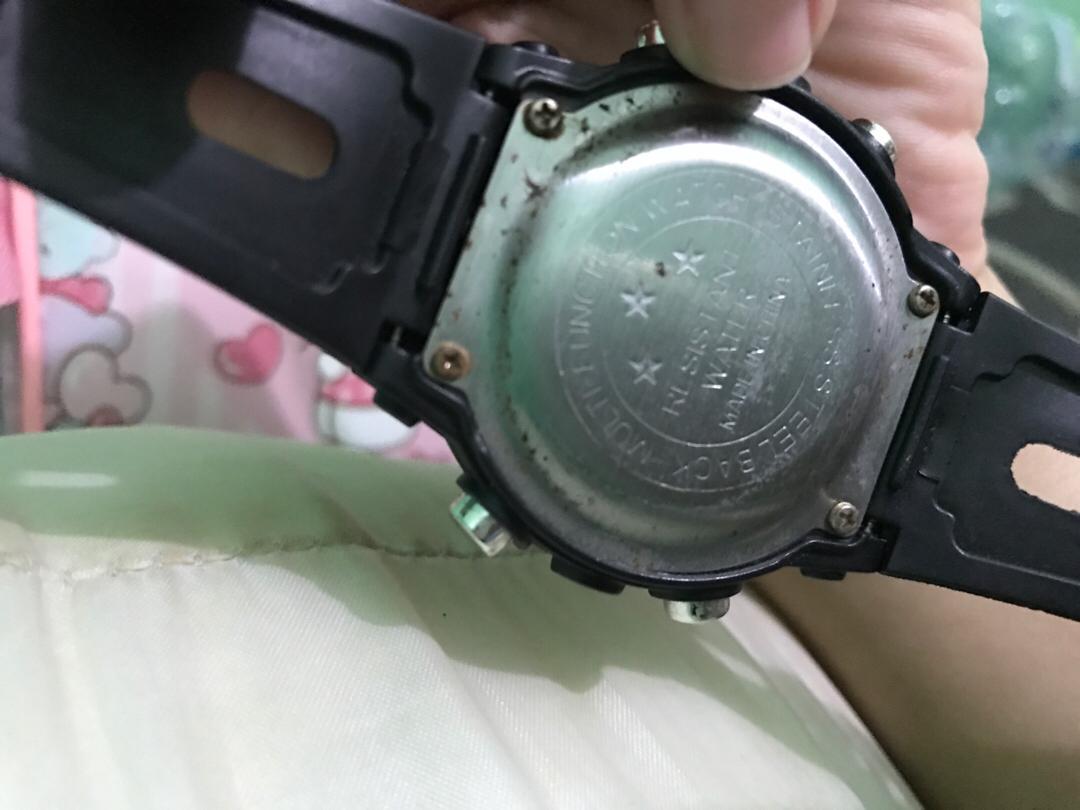 Jam unisex hitam