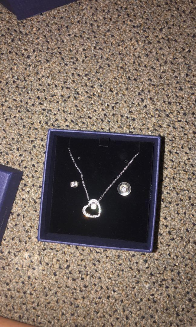 Swarovski necklace and earring heart set worn once !!!!