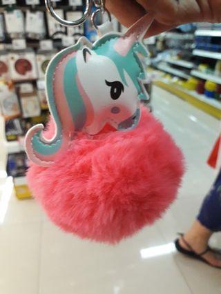 Gantungan kunci pom' unicorn