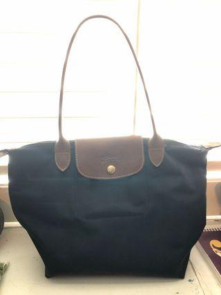 Small navy Lonchamp purse