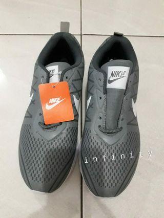 Sepatu Nike bertali