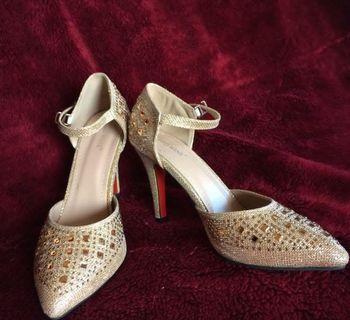 red wine gold heels