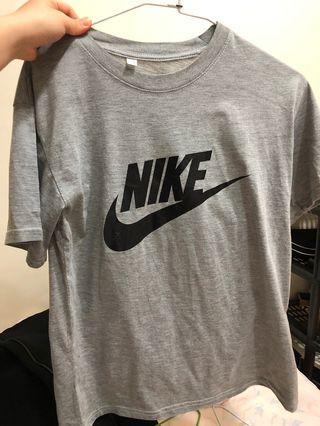 🚚 Nike短T