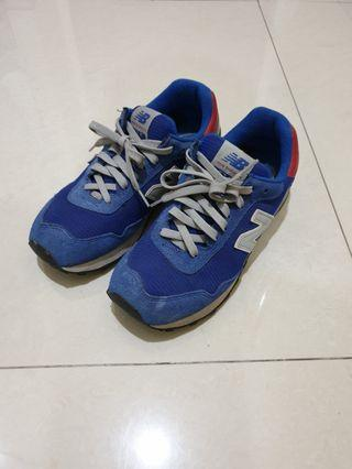 Sepatu New Balance warna biru size 42 shooter mint condition