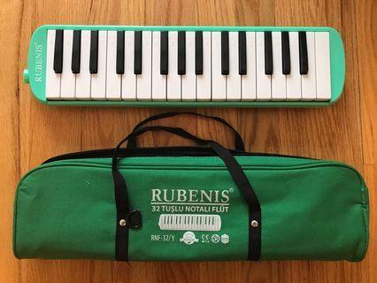 Rubenis melodica (32 keys)