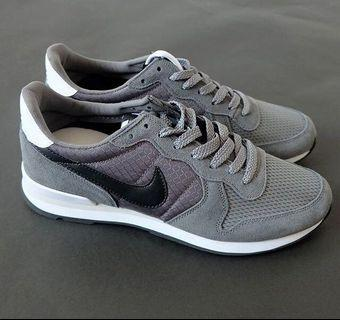 Nike Shoes Internazionale Grey