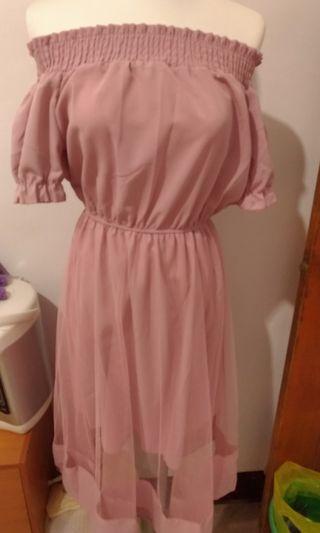 🚚 粉色一字領洋裝