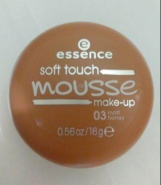 Essence soft touch mousse make up 03 matt honey