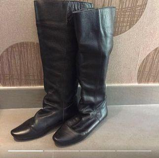 80%NEW Black Leather Boots