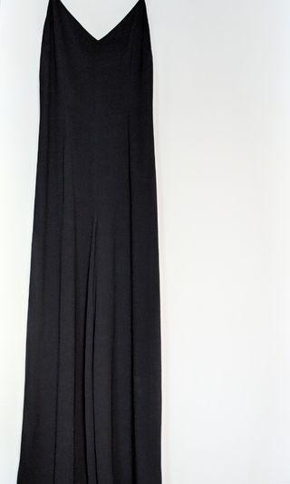 GG5. Black. Low back cut. Flowy pants. Elegent. Full-lenghth rompers.