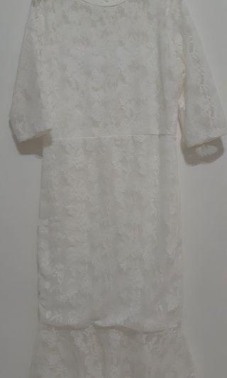 Brukat White Dress