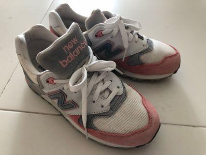 🚚 New Balance Shoes