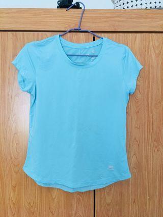 水藍色運動上衣