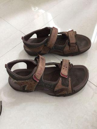 Clarks sandal Size 5 (cleaned)