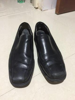 Clarks Bostonian leather shoes US9.5 (already cleaned)