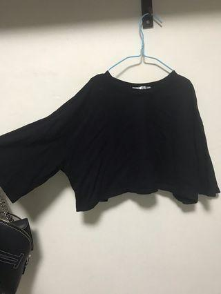 🚚 Black Cropped Top