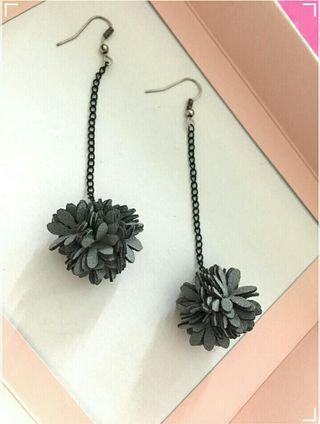 Cute mini grey hanging flowers earrings