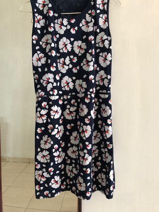 Dress bunga2 bagus bangeett LD 85