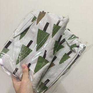 綠色的樹帆布包