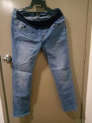 Jeans Mengandung