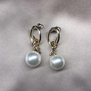珍珠耳環 Pearl earrings