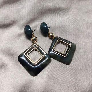 深灰橡膠菱格耳環 Dark grey plastic earrings