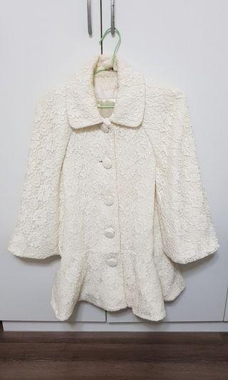 白色蕾絲斗篷外套