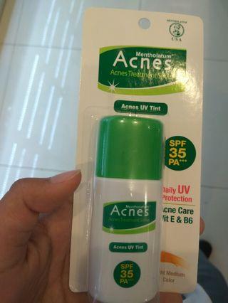 Sunscreen + Alas bedak Acnes SPF 35 PA+++