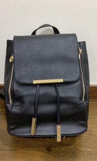 🚚 Black Backpack with golden zippers