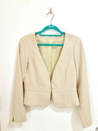 米色短身外套 beige blazer
