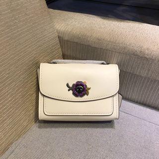The coach's chain flip bag F68340 small body