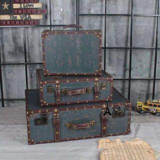 🚚 Large Vintage Rustic Luggage Case
