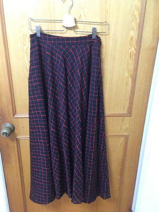 🚚 黑底紅線長裙