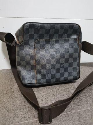 🚚 Louis Vuitton Sling Bag
