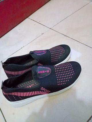 Sepatu Skechers slip on sporty