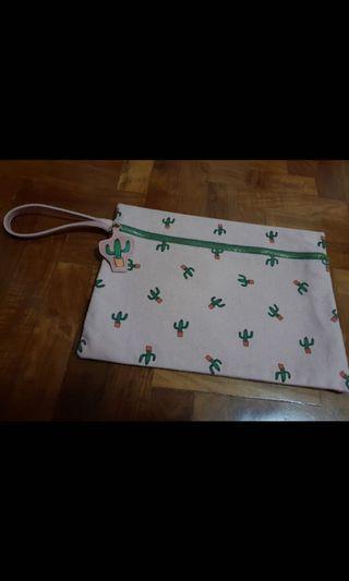 🚚 BNIP Starbucks cactus clutch pouch
