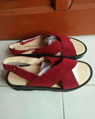 Sepatu sandal maroon