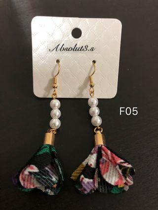 🚚 F-05 pearl black flower earrings