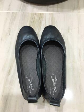 🚚 Barani leather flats size 37