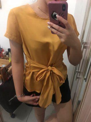 Golden bow top